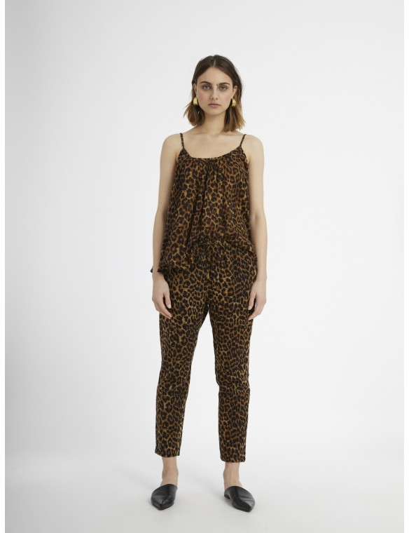 Animal print pants fluid.