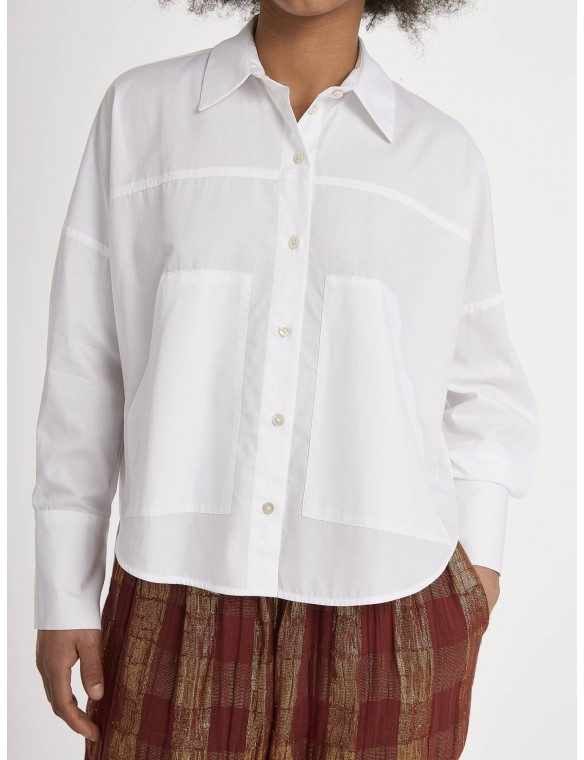 Shirt with front pockets.