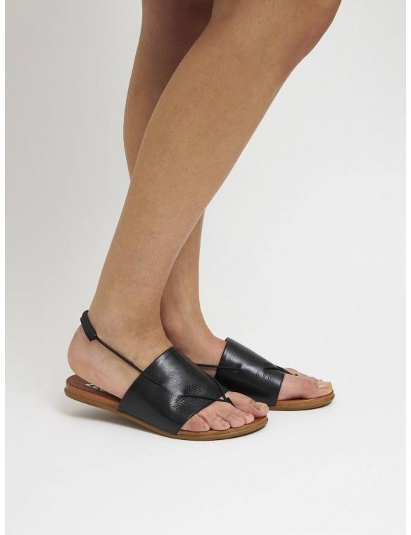 Sandalia plana piel negra cintas finas