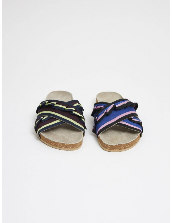 Sandal cross tricolor flyers.