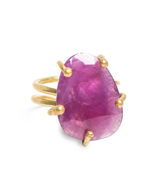 Nilky ruby ​​ring.