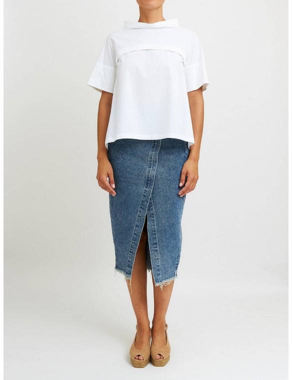 Short-sleeved shirt.