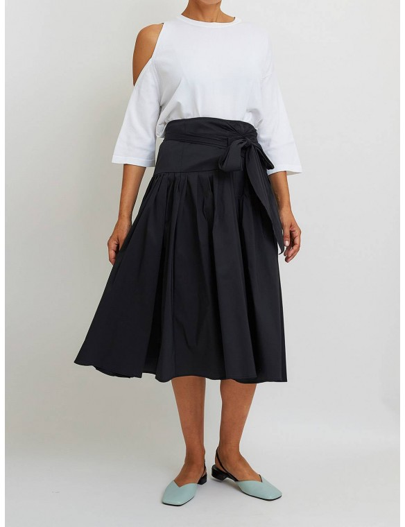 Gathered skirt with lace.