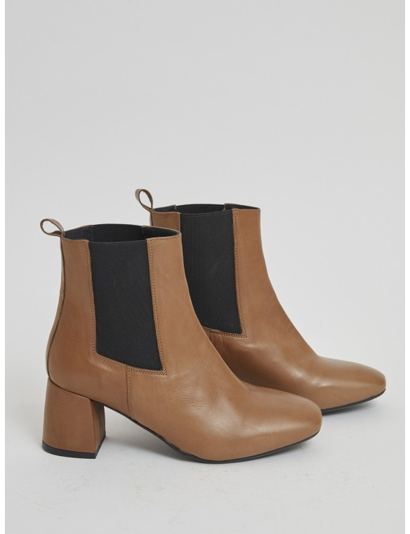 Half ankle boot with medium...