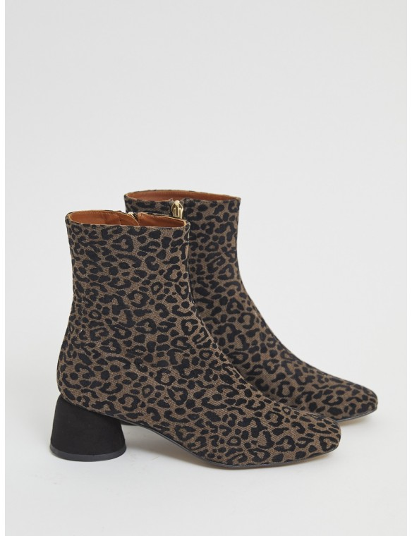 Heeled ankle boots leopard