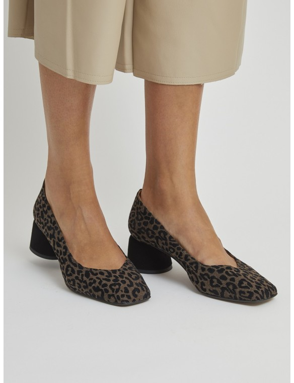 Decollette heeled shoes
