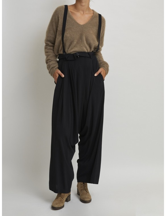 Baggy pants with straps
