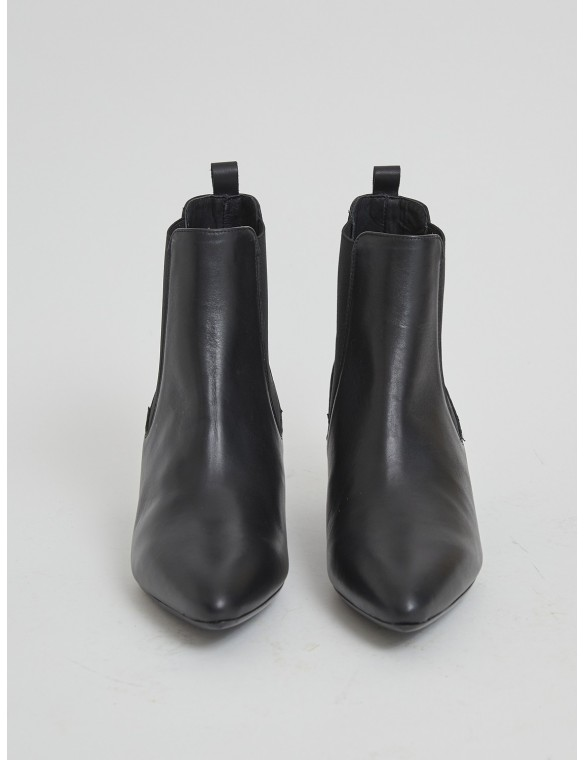 Medium leather ankle boot
