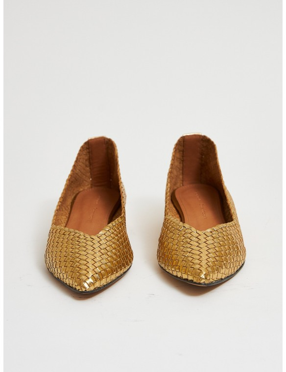 Flats in braided golden