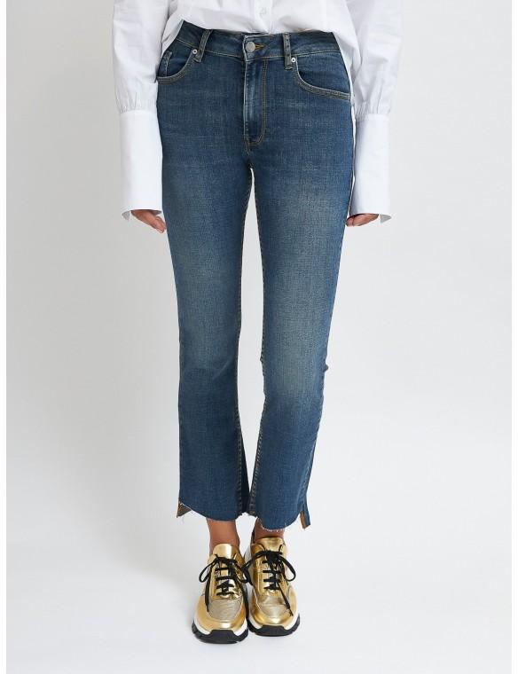 Straight jeans broken