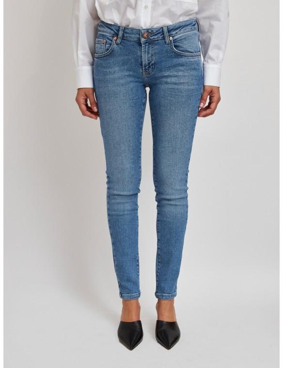 Jeans pitillo cinco bolsillos