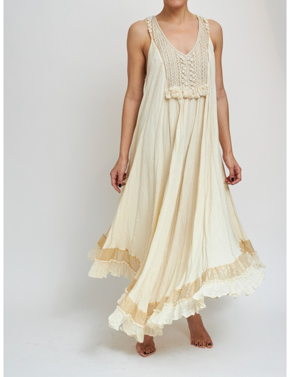 Embroided drees with V neck