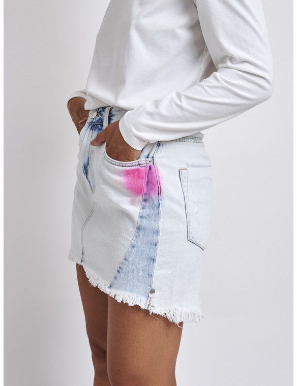 Short denim skirt pink details