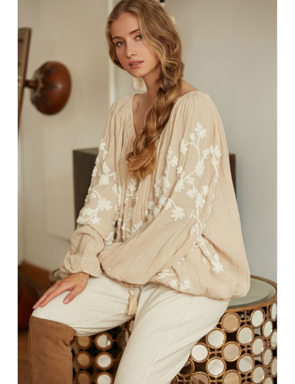 Embroidered volume blouse