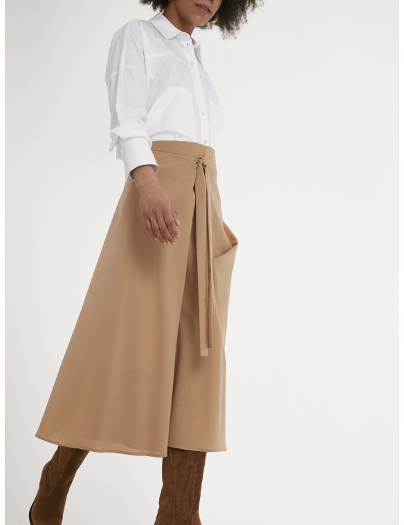 Midi skirt bow detail.